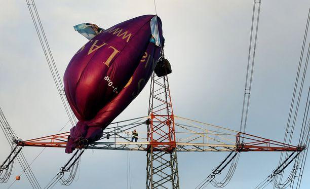 Matkustajat saatiin pelastettua viiden tunnin operaatiossa.