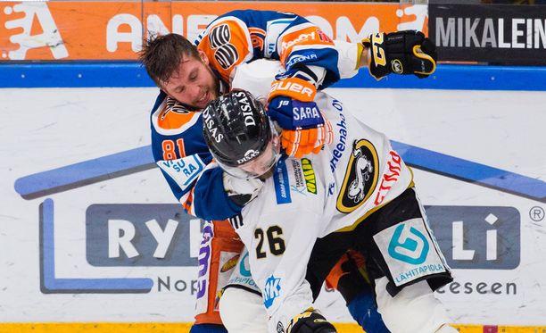 Jukka Peltola ja Shaun Heshka ottivat eilen yhteen neljännessä finaalissa.