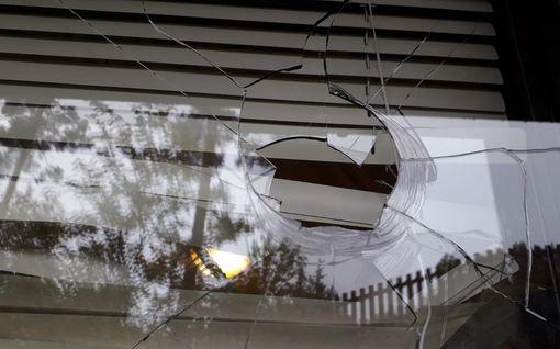 Pariskunta koki karmean herätyksen keskellä yötä Nokialla: Nyrkinkokoinen kivi heitettiin lastenhuoneen ikkunan läpi