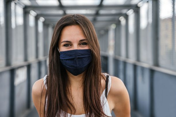 Koska emme voi tietää, millainen on oma suojamme koronavirusta vastaan, on viisainta yrittää välttää altistumista.