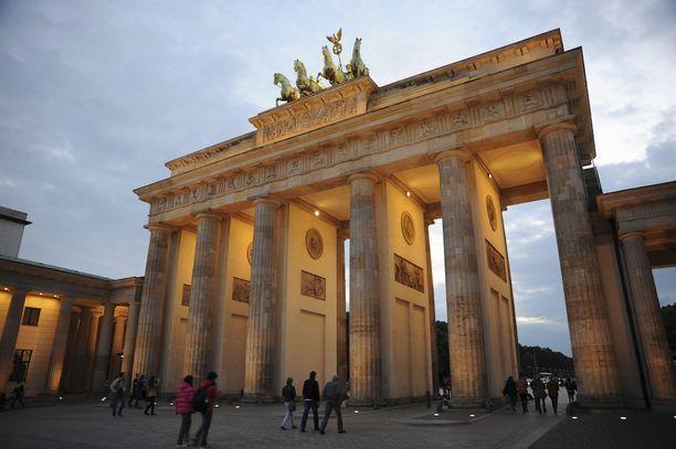Massiivinen Brandenburgin portti on yksi Berliinin maamerkeistä.