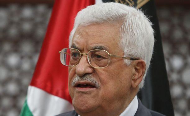 Mahmud Abbas puhui tiedotustilaisuudessa tuhopoltosta.