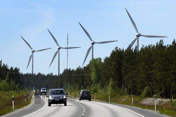 Tuulivoiman kysyntä käy Suomessa kuumana. Kaikki tuulivoimahankkeet eivät kuitenkaan mene läpi, jos niistä on haittaa Puolustusvoimien suorittamalle tutkavalvonnalle.