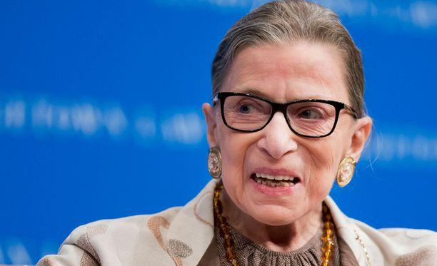 83-vuotias Ruth Bader Ginsburg pyytää anteeksi Donald Trumpilta.