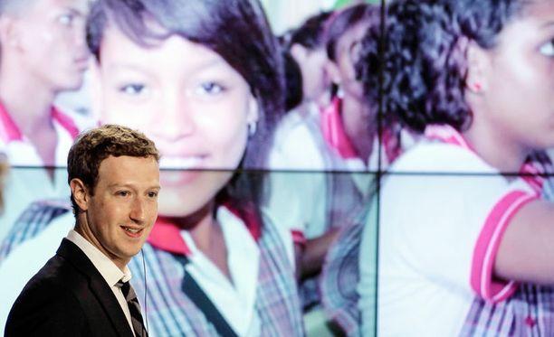 Facebookin perustaja Mark Zuckerberg vierailulla Kolumbiassa.