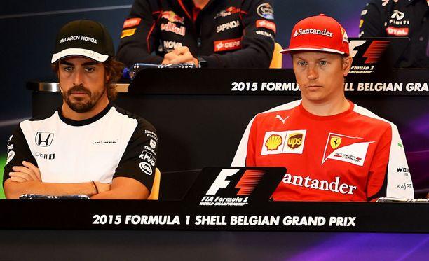 Fernando Alonso ja Kimi Räikkönen esiintyivät vielä viime kaudella samanvärisissä paidoissa.