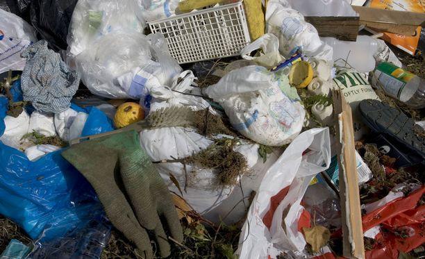 Muovinkeräyksen hyödyllisyys on noussut julkisen keskustelun aiheeksi. Kuvituskuva.