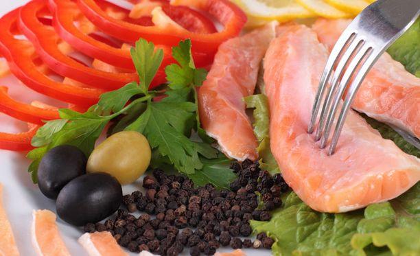 Karppaajan ruokavalioon kuuluu lihaa ja kasviksia.