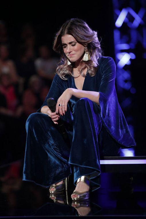 Koko kappaleen ajan laulaja pidätteli liikutustaan, mutta veti siitä huolimatta upean esityksen.