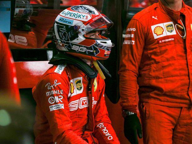 Charles Leclerc ei osannut tuoreeltaan iloita Ferrarin kaksoisvoitosta, kun kolmas peräkkäinen ykkössija meni sivu suun.
