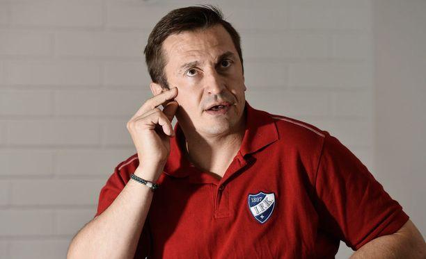 Ville Peltonen siirtyy HIFK:n A-nuorten valmennusryhmään.