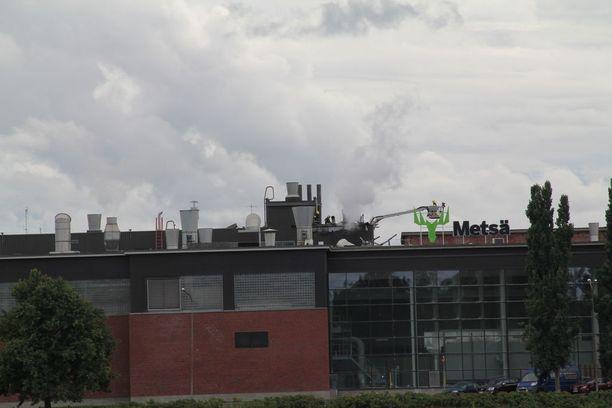 Pelastuslaitos sai toistamiseen tänään hälytyksen Tehtaankadulle Mänttään Metsä-Tissuen paperitehtaalle.