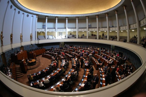 Eduskunta valitsi keskiviikkona keskuudestaan uuden puhemiehistön.