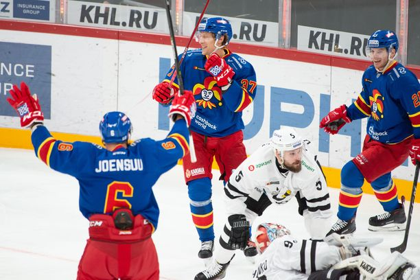 Jokerit murskasi maanantaina Traktorin 8-0 ja johtaa KHL:n läntistä konferenssia.
