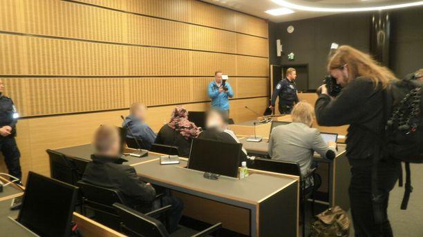 81-vuotiaan ryöstöreissulla olleet miehet vastaavat syytteisiin Päijät-Hämeen käräjäoikeudessa.