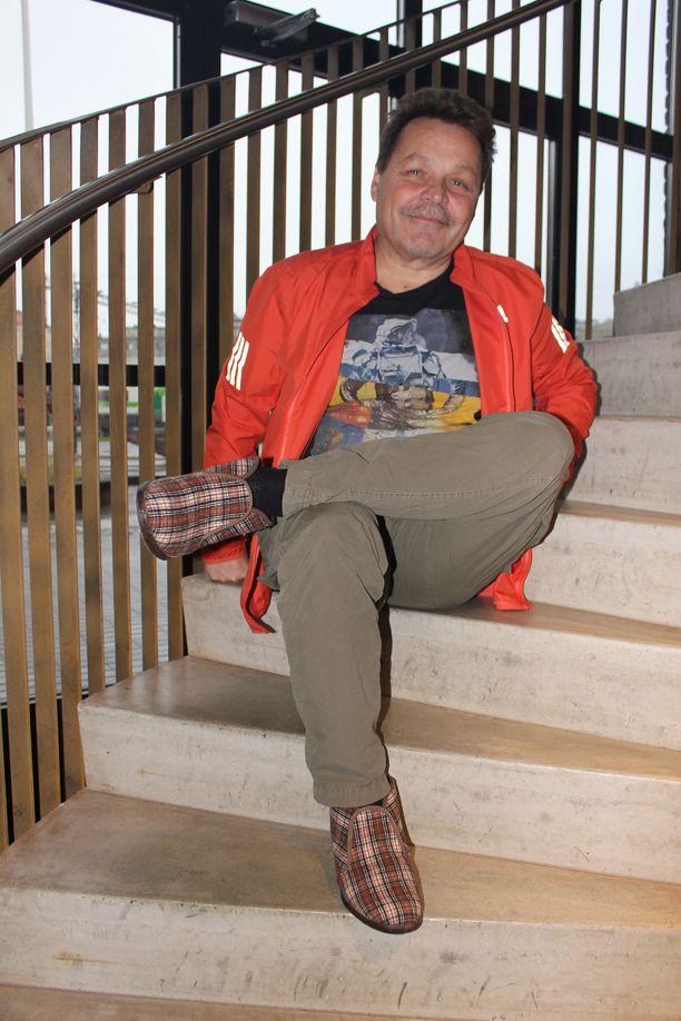 Reino-tohvelit ovat olleet tuttu näky myös toimitusjohtaja Arto Huhtisen jaloissa.