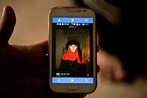 Nazdar Murat on yksi Isisin sieppaamista ja pikaviestipalveluissa kauppaamista tytöistä.
