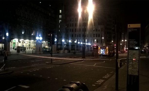Lontoon palolaitoksen kuvaa eristetyistä kaduista Lontoon sydämessä.
