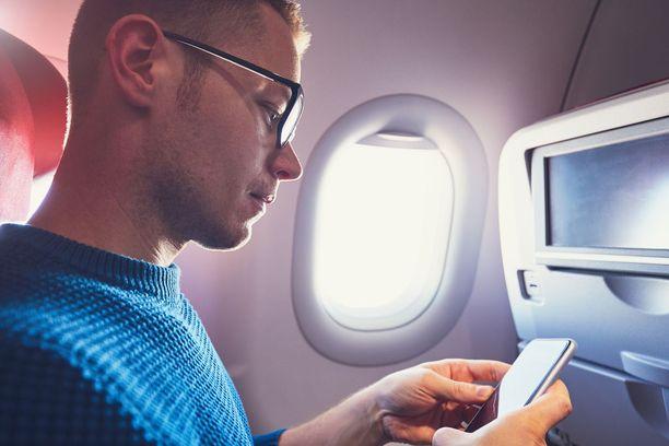 Oikein valittu! Ikkunapaikalla sairastumisriski on pienempi, koska kontakti muihin matkustajiin pysyy vähäisempänä.