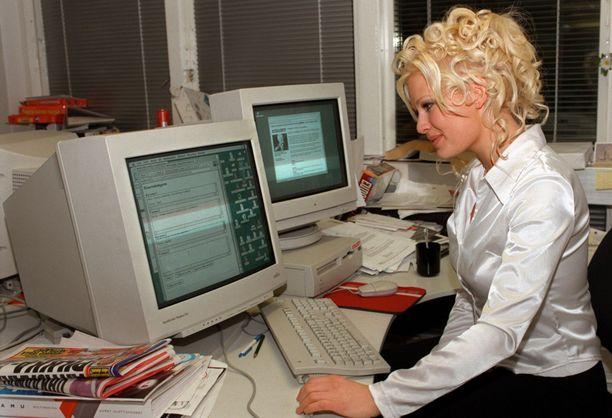 Viulisti Linda Lampenius oli Iltalehden online-vieraana vuonna 1997.