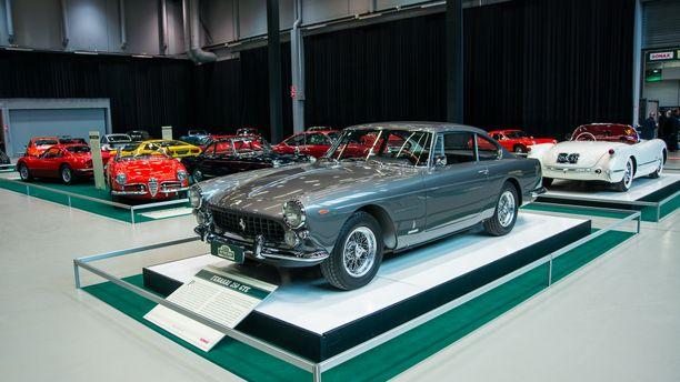 Aikakauslehtikuningas Olli Lyytikäisen vuonna 1963 ostama Ferrari 250 GTE 2+2 oli ensimmäinen katukäyttöön Suomeen hankittu Ferrari.