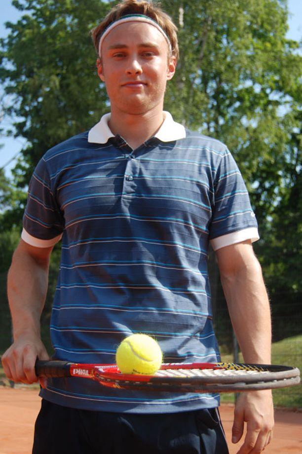 Ilari Filppulan kesä täyttyy tenniksestä ja luistelukoulusta.