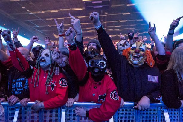 Yleisössä nähtii paljon myös Venäjältä asti tulleita faneja.