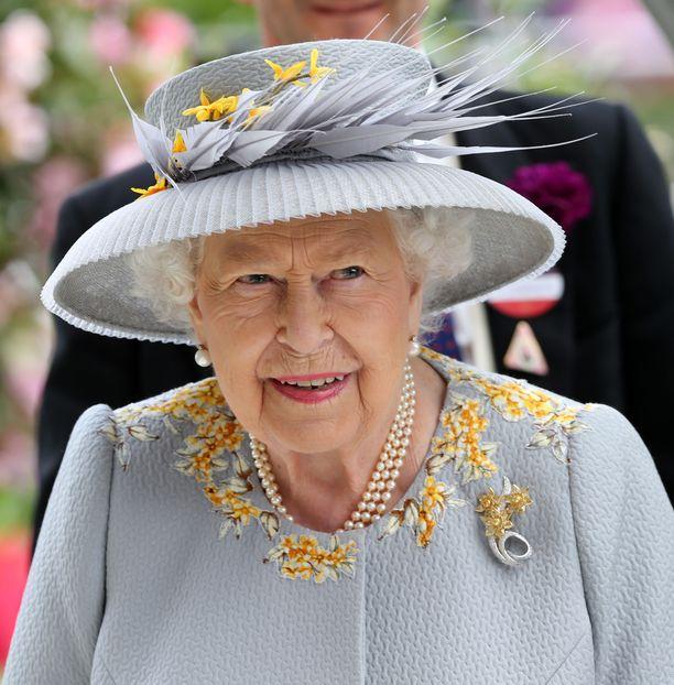 Kuningatar Elisabet muisti edesmennyttä prinssi Philipiä.