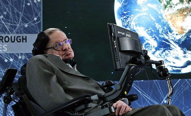 Stephen Hawking ennusti jo reilut 40 vuotta sitten, että mustista aukoista pääsee sittenkin pois säteilyä, joka voi johtaa lopulta aukon häviämiseen.