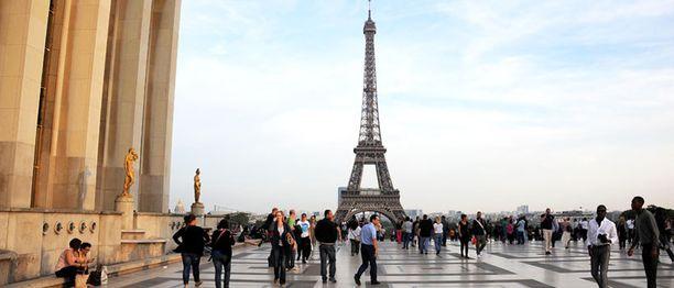 Muotiviikot siirtyivät Pariisin maisemiin.