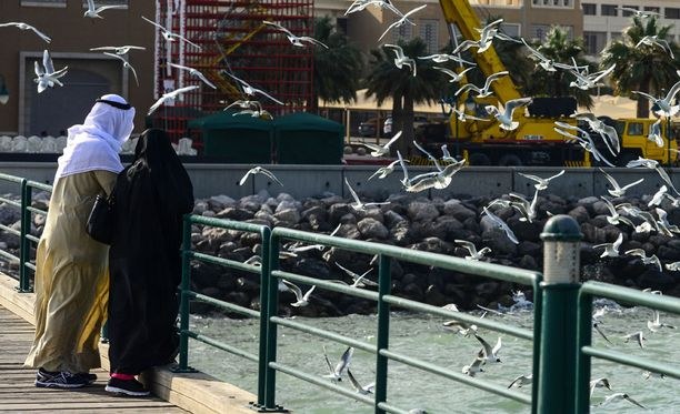 Muun muassa Kuwaitin julkinen talous on kärsinyt, kun öljyn hinnasta on huvennut yli kaksi kolmasosaa vuoden 2014 puolivälin jälkeen.