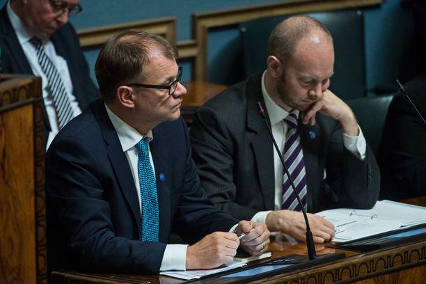 Pääministeri Juha Sipilä sätti kyselytunnilla demareiden politiikkaa vastuuttomaksi.