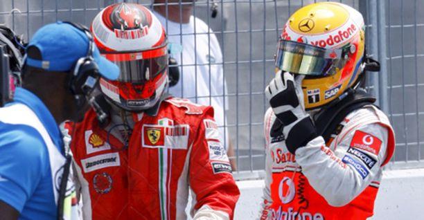 Kimi Räikkönen läksytti toista F1-kauttaan ajanutta Lewis Hamiltonia erikoisen kolarin jälkeen.
