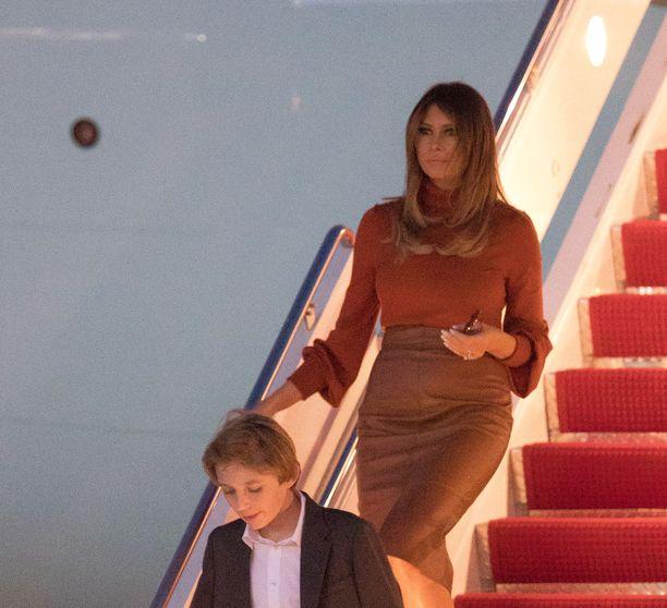 Presidentti Trumpin perhe, vaimo Melania ja poika Barron saapuivat Floridaan kiitospäivän viettoon 21.11.2017.
