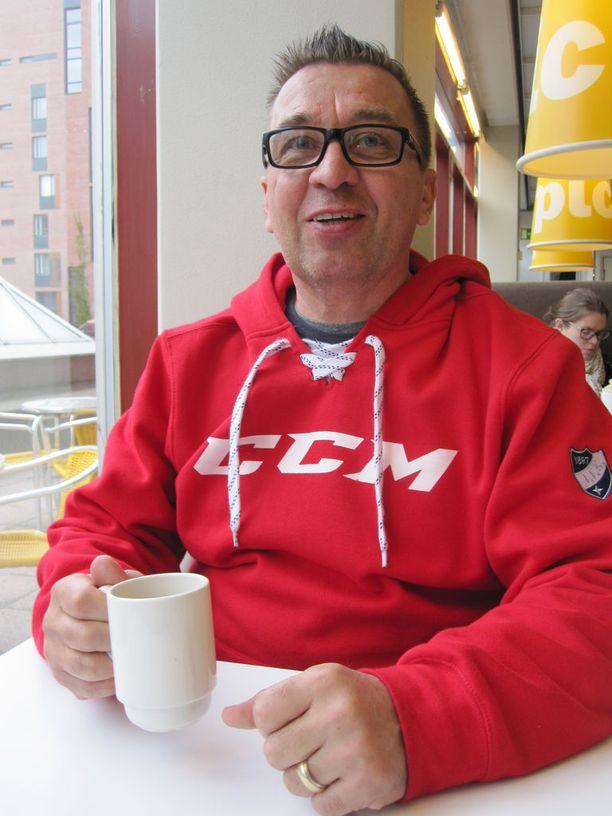 HIFK:n pronssi oli Ari-Pekka Selinille, 55, valmennusuran ensimmäinen mitali.