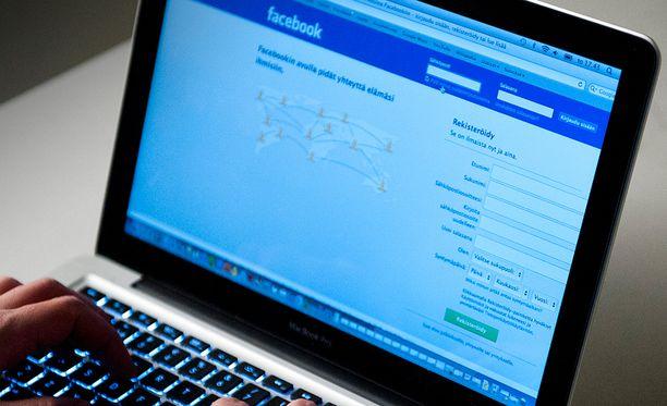 Kuvien jakaminen Facebookissa ei ollut rikos.