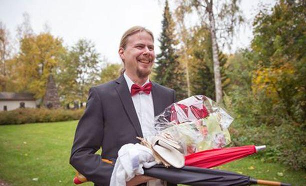 Christian Jansson yrittää maksaa tuet takaisin plektramyynnillä.