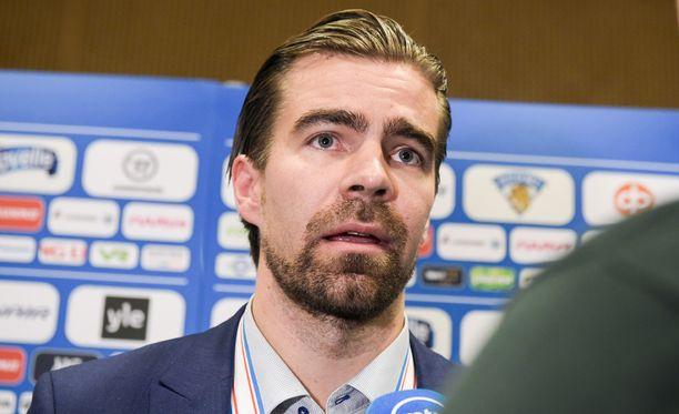 Potkut saaneen Jukka Rautakorven kesken MM-kisojen korvannut Jussi Ahokas on voiton päässä selviytymisestä.