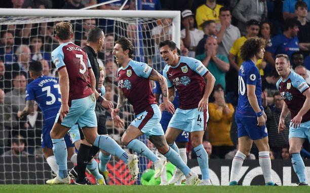 Burnley maalasi kahdesti Chelsean vieraana.