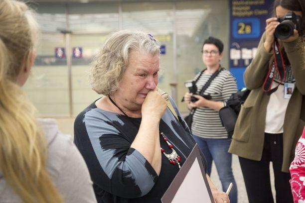 Zakin Suomen äiti Helvi Klemetti herkistyi kyyneliin.