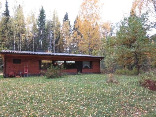 Pielaveden Säviällä on kaupan vuonna 1979 rakennettu alkuperäiskuntoinen tiilitalo. 108-neliöinen talo kaipaa remontointia.