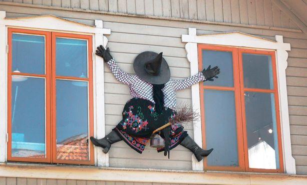 Suomella oli jo pääsiäisnoidat, mutta nyt meillä on myös Halloween-noidat.