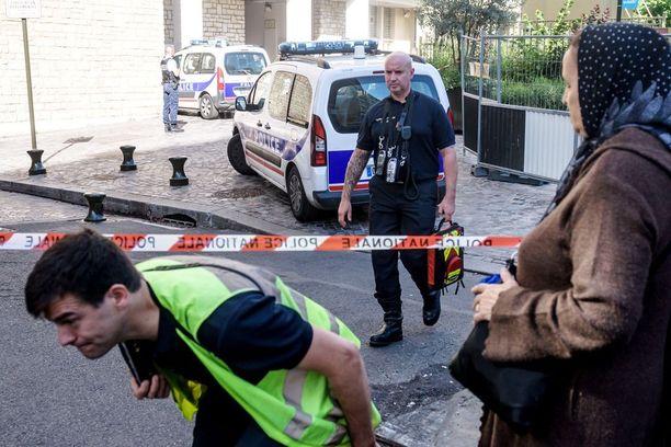 Poliisi on eristänyt rikospaikan Levallois-Perret'ssä Pariisin esikaupunkialueella.