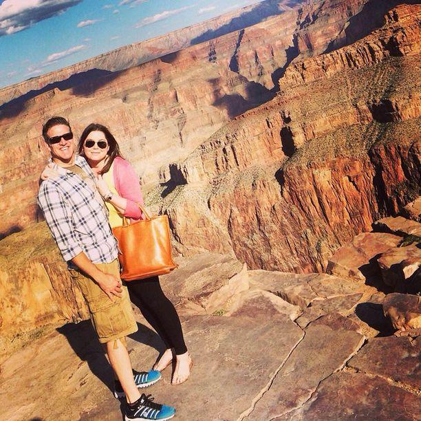 Brittany Maynard miehensä Daniel Diazin kanssa Grand Canyonilla lokakuussa. Pari oli yrittänyt lasta ennen kuin Maynard kuuli syövästä.
