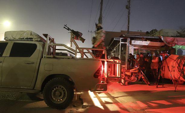 Afganistanin armeijan joukot piirittivät hotellia koko yön.