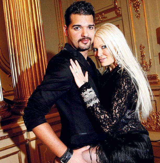 ENNAKKOSUOSIKIT Vedonlyöntitoimistot ovat jo povanneet Lindasta ja hänen paristaan Ruotsin tanssikilpailun voittajia.