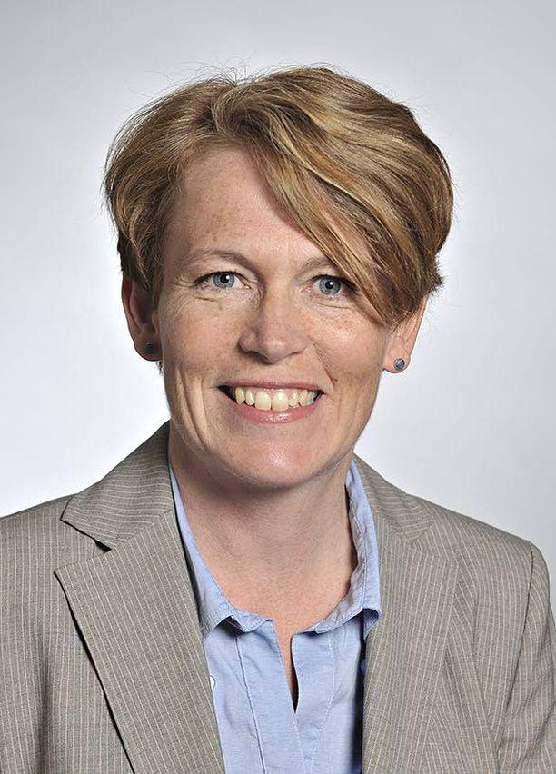 Kansanedustaja Christina Gestrin johtaa suomenruotsalaisten kielioikeuksia vaalivaa Folktingetiä.