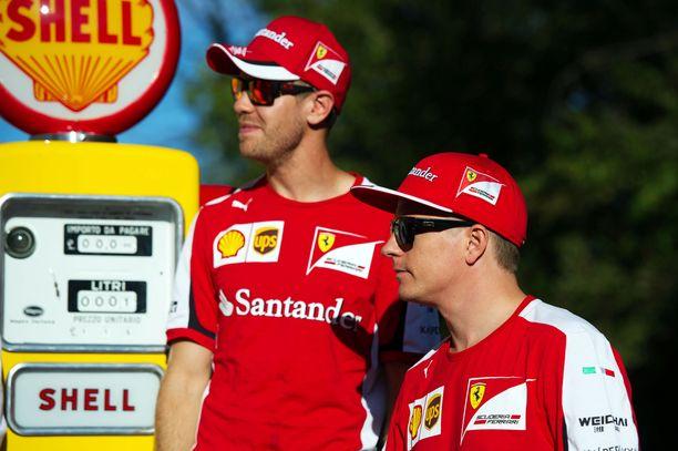 Shellin logo on tuttu näky niin Sebastian Vettelin (vas.) kuin Kimi Räikkösenkin takana.