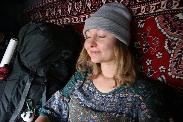 Senni Koskenvesa nauttii hitaasta matkustamisesta. Esimerkiksi matka rekan kyydissä Moskovasta Rostoviin toi hymyn huulille.