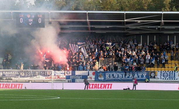 HJK-fanit soihduttivat Seinäjoella.